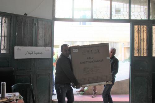 العمل الزراعي ينهي توزيع ثلاجات على جمعية قبلان التعاونية
