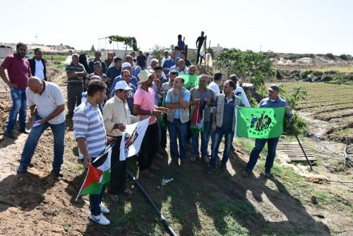 العمل الزراعي وحركة طريق الفلاحين بغزة ينفذان زيارة ميدانية لمزارعي الفراولة ببيت لاهيا