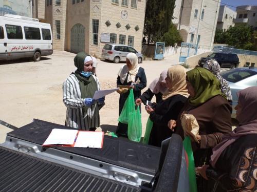 العمل الزراعي ينهي توزيع معدات زراعية على مزارعات في محافظة الخليل