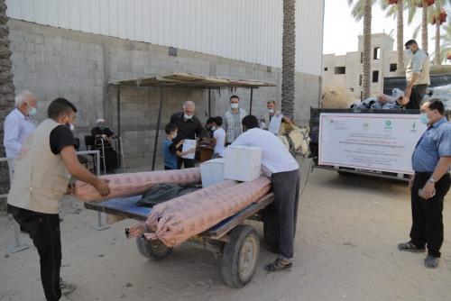 العمل الزراعي يقوم بتوزيع مستلزمات لتأهيل دفيئات زراعية على 400 مزارع في جنوب قطاع غزة