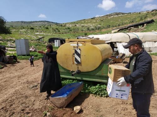 العمل الزراعي ينهي توزيع معقمات على 61 تجمع يسكنها أكثر من 900 عائلة
