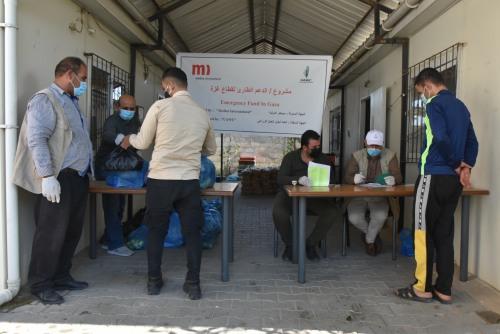 العمل الزراعي يوزع 363 طرد غذائي على الأسر المستورة في شمال غزة
