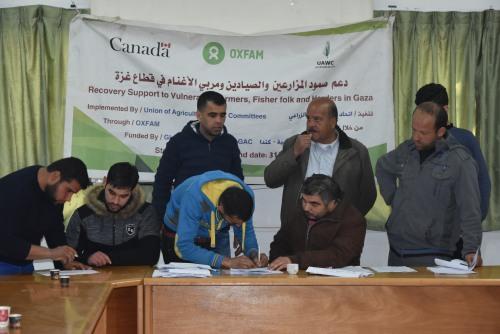 للمرة الأولى في غزة  العمل الزراعي يقوم بصيانة وتأهيل محركات قوارب الصيادين