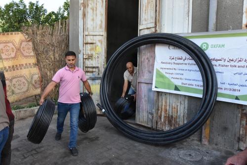 العمل الزراعي بغزة يبدأ توزيع شبكات ري للمزارعين في كافة محافظات قطاع غزة