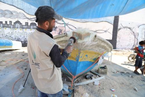 العمل الزراعي يبدأ بتأهيل وصيانة 30 قارب صيد أفرج عنها الاحتلال مؤخرا
