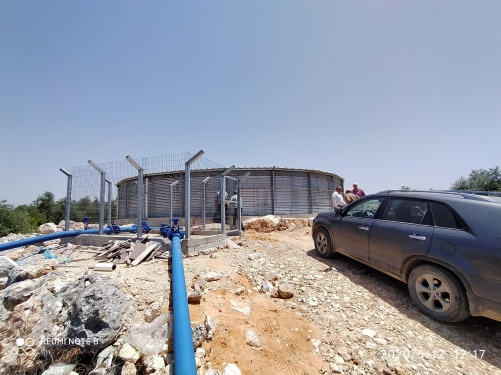 العمل الزراعي والهيدرولوجيين الفلسطينيين ينهون تسليم معدات ري جماعي في قلقيلية